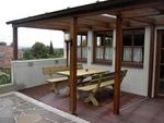 ber mittag ohne sonnenschutz auf der terrasse zu sitzen. Black Bedroom Furniture Sets. Home Design Ideas